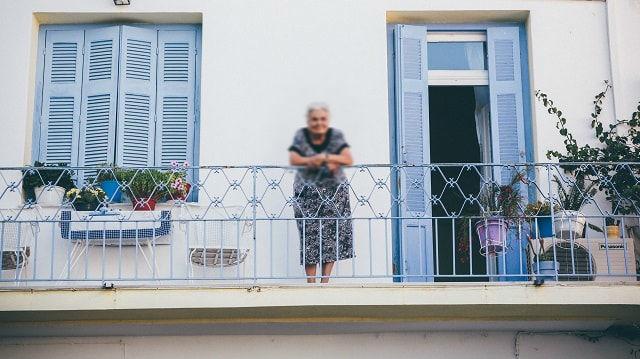 Que faire pour concilier mon ego juvénile, effronté et hautain avec ma grand-mère ?
