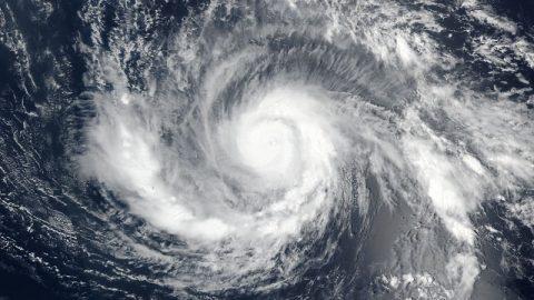 Le Plus Puissant Ouragan Jamais Observé Tue 14 Personnes – Les Avertissements des Derniers Jours s'Intensifient