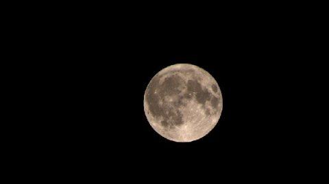 Trois super lunes rares successives